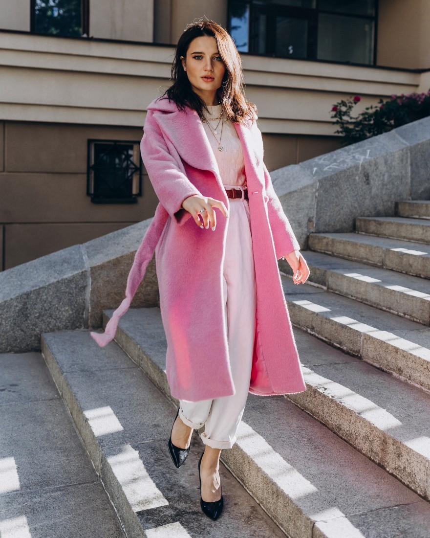 Довге жіноче пальто прямого крою з поясом 2 ґудзика, рожеве