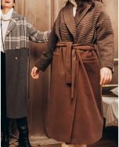 Довге жіноче пальто прямого крою з поясом 2 ґудзика, бежево-бордова клітинка