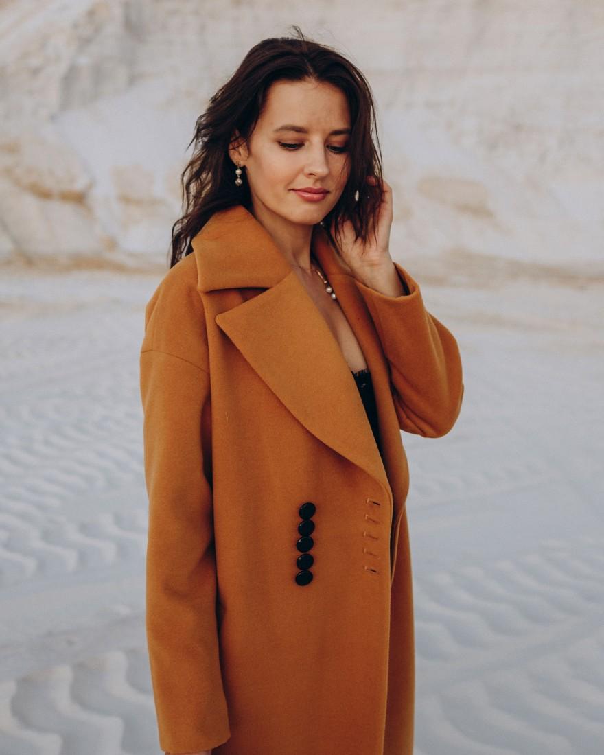 Довге жіноче пальто з поясом 10 ґудзиків , гірчиця