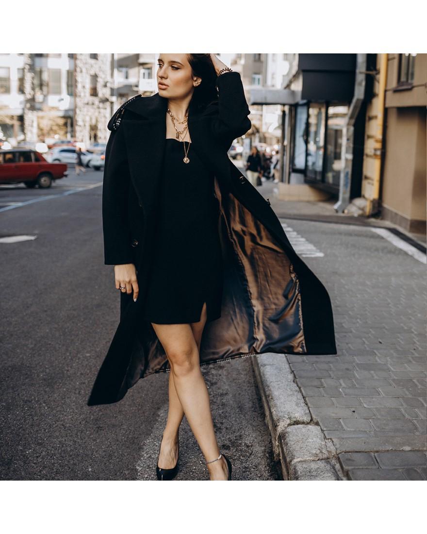 Довге пальто прямого крою з кокеткою 4  гудзика, чорне, з вставкою в клітинку