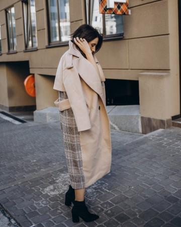 Довге пальто прямого крою з кокеткою 4  гудзика, бежева клітинка