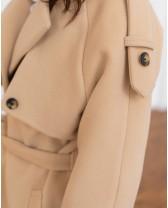 Жіночне пальто з клапаном, бежеве